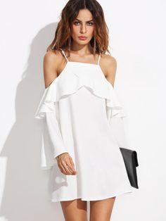 Vestido con hombros al aire y volantes - blanco