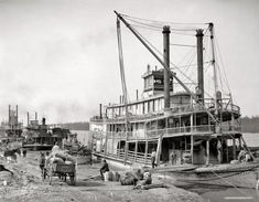 """Vicksburg, Mississippi, circa 1900. """"The levee."""" And the sternwheeler Falls City."""