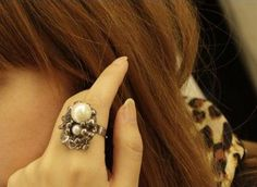 Exquisite jewelry pearl rose ring - $4.99USD