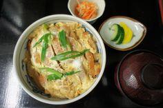 Aus unserem #Mittagsmenü  香の物、味噌汁   Gebackenes #Schweinefleisch mit Zwiebeln und Ei, in Mirin und Sojasauce (leicht süßlich) gekocht, auf Reis serviert, wird mit Misosuppe und Salzgemüse gereicht  #日本酒 #酒 #お酒 #food #japan #nippon #nihon #dinner #foodie #washoku #lunchtime #osake #drink #wienliebe #freshsushi #alleswirdgutküche #restaurant #special #foodpic #foodvienna #welovefood #austria #Cosy #tea #desert #casual #nihonbashi #reisgerichte Nihon, Soy Sauce, Rice Dishes, Meat, Cooking
