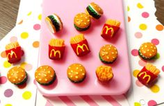 Hey, I found this really awesome Etsy listing at https://www.etsy.com/listing/219233848/6-pcs-hamburger-and-fries-resin-cabochon