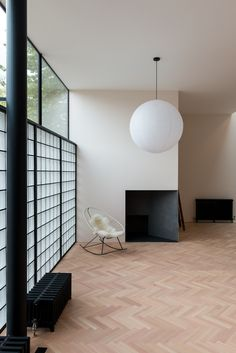 On the Market: A London New-Build Inspired by the Iconic Maison de Verre (Remodelista: Sourcebook for the Considered Home) Brick Interior, Interior Architecture, Glass Blocks Wall, Reeded Glass, Mews House, Glass Brick, Living Room Decor Inspiration, Design Blogs, New Builds