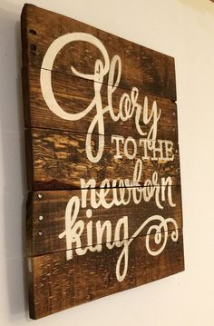 Glory to the Newborn King Sign/ Christmas Sign/ by PalletsandPaint Christmas Wood Crafts, Family Christmas Cards, Pallet Christmas, Christmas Signs Wood, Holiday Signs, Christmas Mantels, Homemade Christmas Gifts, Rustic Christmas, Christmas Projects