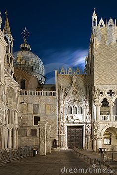 A must see - Venice at night - dream vacation #monogramsvacation
