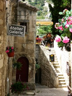 Looks like a great spot for lunch- Provence, France.