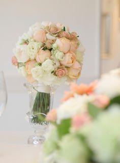 クラッチブーケ/アプリコットファンデーション/花どうらく/ブーケ/http://www.hanadouraku.com/bouquet/wedding/