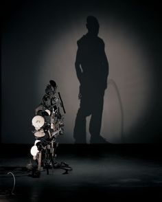 Incredible Shadow Art Created From Junk by Tim Noble & Sue Webster. Human Shadow, Shadow Art, Shadow Play, The Shadow Side, Light And Shadow, Land Art, Instalation Art, Grandeur Nature, Trash Art