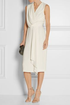 Off-white crepe Concealed hook and zip fastening at side 96% viscose, 4%…