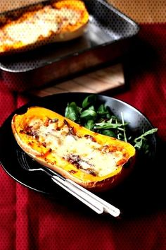 #butternut #beaufort #recette #oignons #lardons #courge #rôtie #aux #de #et Recette de Courge butternut rôtie aux oignons, lardons et BeaufortYou can find How to cook squash and more on our website.Recette de Courge butternut ... Cook Chicken In Oven, How To Cook Squash, Cooking, Ethnic Recipes, Food, Onions, Kitchen, Essen, Meals