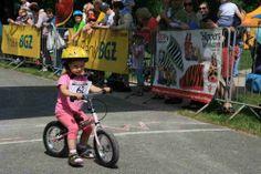 Młoda rowerzystka przed samym startem w wyścigu! :-)  Jak widać SlippersFamily jest zawsze BLISKO! :)