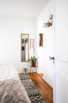 Minimalist bedroom styling with plants and loads of texture.
