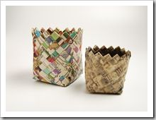 DIY Recycled Woven Paper Basket DIY Tutorial to create a paper woven basket from newspapers. A great recycling project that can easily be made with very little expense. Recycled Paper Crafts, Recycled Magazines, Paper Basket Weaving, Fun Crafts, Arts And Crafts, Origami, Pot A Crayon, Newspaper Basket, Old Maps