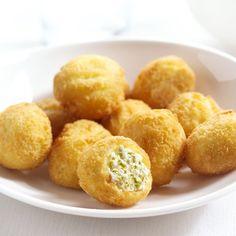 Jalapeño Snacks - bolletjes gemaakt van zachte roomkaas gemixt met groene jalapeñopepers. Serveer ze als #snack of #appetizer.