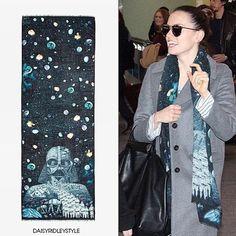Daisey Ridley wearing Emma J Shipley x Star Wars scarf ⭐️ Star Wars fashion ⭐️ Geek Fashion ⭐️ Star Wars Style ⭐️ Geek Chic ⭐️ Geek Fashion, Star Fashion, Daisy Ridley, Galaxy Print, Geek Chic, Wool Scarf, Sequin Skirt, Style Inspiration, Coat