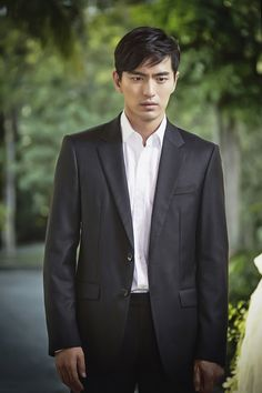 """""""Goodbye Mr. Black"""": Lee Jin Wook Is Somber and Cheery + BTS Stills 
