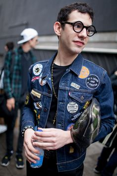 They are wearing: london men's fashion week Denim Jacket Patches, Denim Jacket Men, Patched Denim, Men's Denim, Denim Jackets, London Mens Fashion, Mens Fashion Week, Estilo Denim, Denim Jacket Fashion