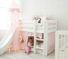 Girl's new pink bunk bed arriwed this week from Hoppekids. Isn't it adorable? New wallpaper and curtains are coming too #hoppekids #inspiration #kidsroomdecor #kidsroom #lastennhuone