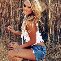 This would probably be my husband's dream girl! I love this haircut and her clothes too (Fitness Femme Blonde) Hot Country Girls, Country Women, Southern Girls, Southern Charm, Southern Style, Sexy Cowgirl, Girl Outfits, Summer Outfits, Cute Outfits