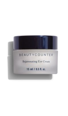 Reduce puffiness and diminish the appearance of fine lines and dark circles with this soothing formula, made with skin-conditioning wild algae and caffeine.