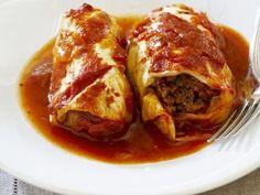 Kohlwickel mit Hackfüllung in Tomatensoße ist ein Rezept mit frischen Zutaten aus der Kategorie Gemüse. Probieren Sie dieses und weitere Rezepte von EAT SMARTER!