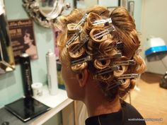 Health Hair Care Advice To Help You With Your Hair. Do you feel like you have had way too many days where your hair goes bad? Are you out of things to try when it comes to managing your locks? Short Hair Waves, Braids For Short Hair, Short Hair Styles, Bad Hair, Hair Day, Retro Hairstyles, Braided Hairstyles, Finger Wave Hair, Finger Waves