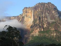 Angel_falls-distant_view