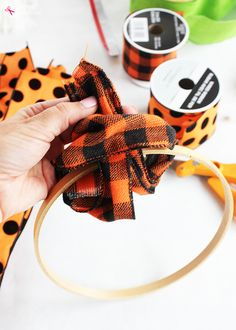 How to make a ribbon wreath for Halloween with an embroidery hoop and wired ribbon. A quick and easy DIY wreath idea for different seasons! Easy Fall Wreaths, Christmas Wreaths To Make, How To Make Wreaths, Holiday Wreaths, Winter Wreaths, Spring Wreaths, Summer Wreath, Prim Christmas, Christmas Toys