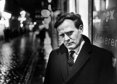 NYTimes.com Review: Le Carré, the Con Man's Son: Writer, Liar, Survivor, Spy http://www.nytimes.com/2016/09/02/books/john-le-carre-book-the-pigeon-tunnel-stories-from-my-life.html