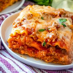 This easy no boil lasagna recipe uses two meats and three cheeses for amazing flavor. Your favorite jarred spaghetti sauce keeps it simple! #lasagna #italian #casserole #beef #cheese Classic Lasagna Recipe, Best Lasagna Recipe, Homemade Lasagna, Lasagna Recipes, Casserole Recipes, Meat Recipes, Cooking Recipes, Hamburger Recipes, Yummy Recipes