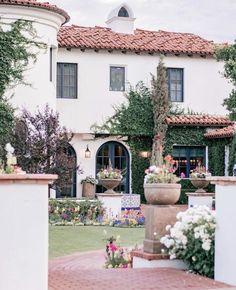 Hacienda Style Homes, Spanish Style Homes, Spanish House Design, Spanish Revival, Spanish Colonial, Spanish Exterior, Modern Exterior, Exterior Homes, Exterior Colors