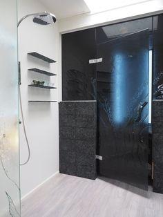 Black bathroom glass door with a pattern by Essis Collection Glass Bathroom, Bathroom Ideas, Large Windows, Washi, Bathtub, Mirror, Interior, Glass Doors, Showroom