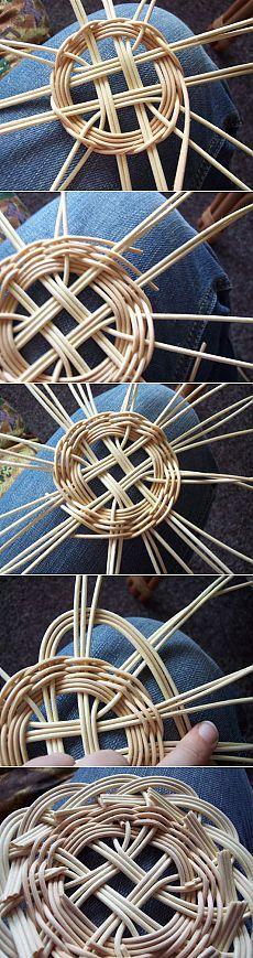 Podložka z pedigu - Ru�ní práce - celý návod - MojeDílo. Flax Weaving, Willow Weaving, Basket Weaving, Handmade Headbands, Handmade Crafts, Handmade Rugs, Newspaper Basket, Newspaper Crafts, Rolled Paper Art