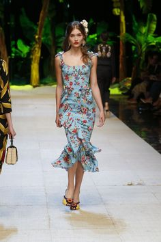 Discover Videos and Pictures of Dolce & Gabbana Summer 2017 Womenswear Fashion Show on http://Dolcegabbana.com. Clothing, Shoes & Jewelry : Women http://amzn.to/2kCgwsM