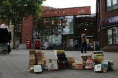 'primele volume au fost donate bibliotecii din Walthamstow, Londra, cu promisiunea ca in urmatoarea luna sectiunea cu carti scrise in romana va fi deschisa publicului larg.' http://www.cartisprelondra.co.uk/primele-carti-la-londra/