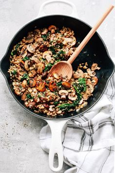Healthy Recipes : Illustration Description This Mushroom Cauliflower Rice Skillet is a delicious low-carb, paleo, and vegan/vegetarian main dish for dinner. And, it's done in only 20 minutes. Healthy Junk Food, Healthy Rice Recipes, Veggie Recipes, Vegetarian Recipes, Vegan Vegetarian, Dinner Recipes, Turkey Recipes, Healthy Chicken, Healthy Mushroom Recipes