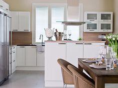 mahtuisiko baaritiski/välipöytä hellan ja ruokapöydän väliin (?) Kitchen Dining, Kitchen Cabinets, Dining Room, Interior, Table, Furniture, Home Decor, Decoration Home, Indoor