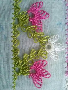 Embroidery Stitches, Embroidery Designs, Diy Crafts, Dish Towels, Diy, Chop Saw, Bedspreads, Roses, Hand Embroidery