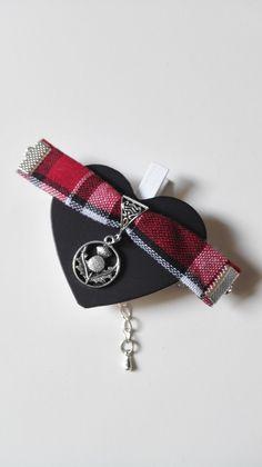 Bracelet Outlander Ecosse Chardons écossais tissu rouge Irlande argenté féérique Jamie Claire Fraser : Bracelet par miss-perles