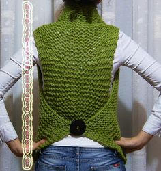 Knitting (love this vest.no instructions but i'd do a rectangle for the back and another very long one sideways above it) Loom Knitting Projects, Knitting Stiches, Knitting Designs, Knitting Patterns, Crochet Circle Vest, Crochet Cardigan, Knit Crochet, Knit Fashion, Fashion Sewing