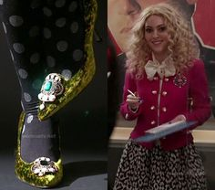 #CarrieDiaries  Carrie's hot pink military style jacket, leopard skirt, polka dot tights and green Manolo Blahniks on The Carrie Diaries. I love this outfit! Everything about it is so New York!!! :)