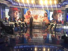 il cast di NATALE A LONDRA DIO SALVI LA REGINA ospiti alla puntata di Porta a Porta del 29 Novembre