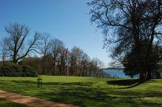 Hindsgavl Slots park med Fænøsund i baggrunden.Øen Fænø er i privat eje.