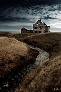 Something that used to be really beautiful, and somehow still is even when in ruins. Ruins in Iceland, photographed by Victor Eredel Abandoned Buildings, Abandoned Mansions, Old Buildings, Abandoned Places, Photo Post Mortem, Haunted Places, Spooky Places, Old Farm, Old Houses