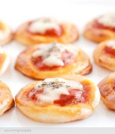 These mini pizza's don't require many ingredients, are ready in no time and just taste delicious.