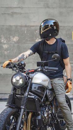 Motorcycle Helmet Design, Womens Motorcycle Helmets, Futuristic Motorcycle, Bobber Motorcycle, Moto Bike, Motorcycle Girls, Motorcycle Outfit, Cafe Racer Moto, Cafe Racer Bikes