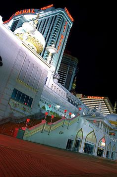 Night view of the boardwalk and the Taj Mahal Hotel. Atlantic City, NEW JERSEY.