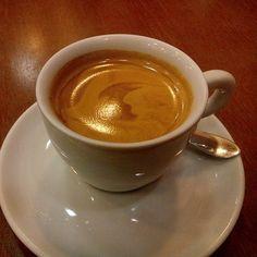 Bom dia! Uma linda sexta com cheirinho de café. #espresso