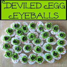Deviled Egg Eyeballs for Halloween - Organized 31 halloween dishes Halloween Snacks, Sac Halloween, Halloween Dishes, Halloween Party Appetizers, Halloween Birthday, Holidays Halloween, Halloween Decorations, Creepy Halloween, Halloween 2020