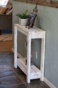 Trendy small rustic wood projects entry ways Diy Pallet Furniture, Diy Pallet Projects, Farmhouse Furniture, Furniture Projects, Rustic Furniture, Woodworking Projects, Furniture Movers, Furniture Storage, Cheap Furniture