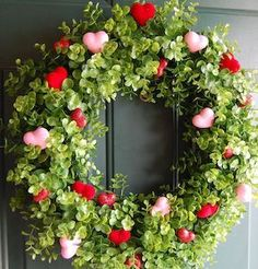 DIY Valentine Wreath Ideas Boxwood Wreath with Hearts. DIY Valentine Wreath Crafts – Adorable Valentine's Day Decor Ideas for Your Door. The post DIY Valentine Wreath Ideas appeared first on DIY Crafts. Diy Valentines Day Wreath, Valentines Day Party, Valentines Day Decorations, Valentine Day Crafts, Valentine Ideas, Valentines Sweets, Easter Crafts, Wreath Crafts, Diy Wreath